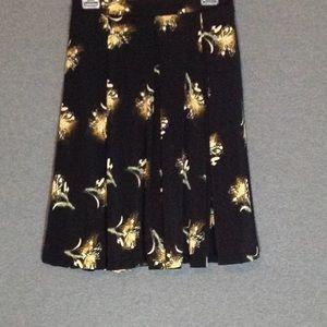 LuLaRoe Skirts - LuLaRoe Madison EUC